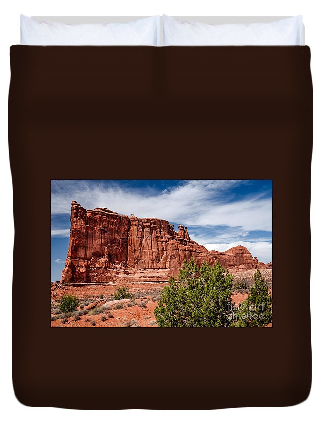 Arches National Park Duvet Cover featuring the photograph Courthouse IIi by Robert Bales