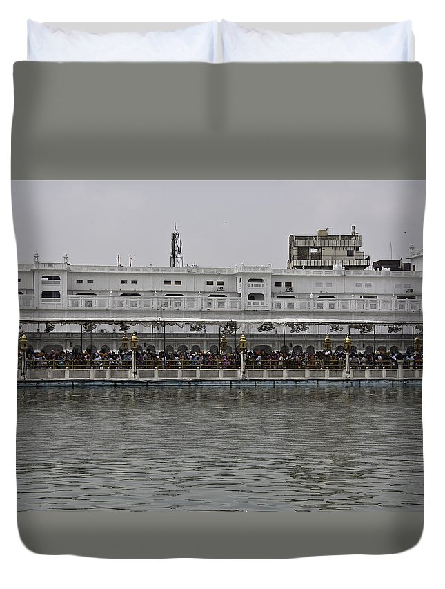 Amrit Sarovar Duvet Cover featuring the photograph Crowd Of Devotees Inside The Golden Temple by Ashish Agarwal