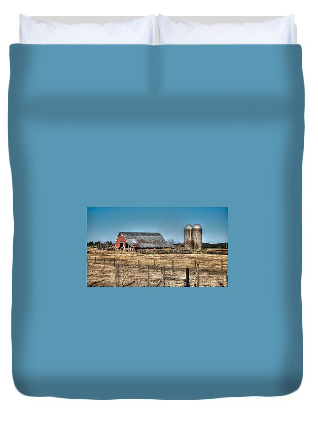 Alabama Photographer Duvet Cover featuring the digital art Dairy Barn by Michael Thomas