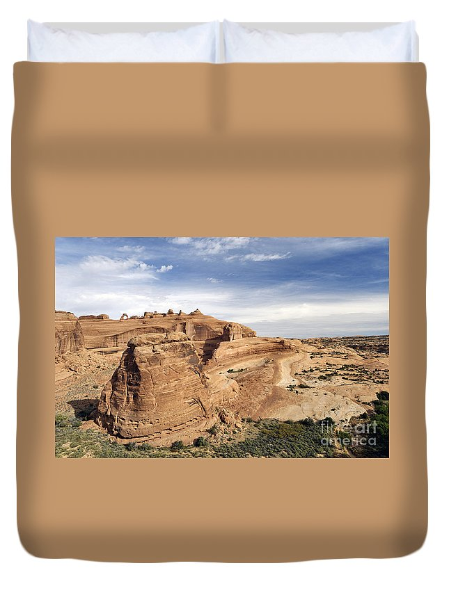 Viewpoint Duvet Cover featuring the photograph Delicate Arch Viewpoint - D004091 by Daniel Dempster