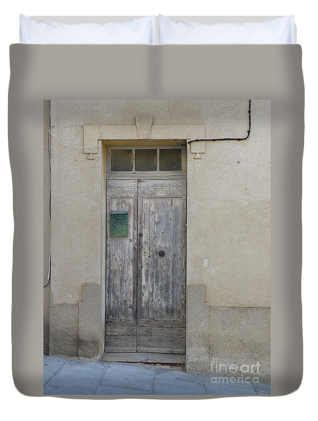 Door Duvet Cover featuring the photograph Door With Green Mailbox by Lainie Wrightson