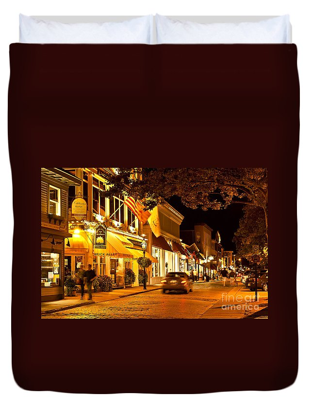 Brick Alley Duvet Cover featuring the photograph Downtown Newport by John Greim