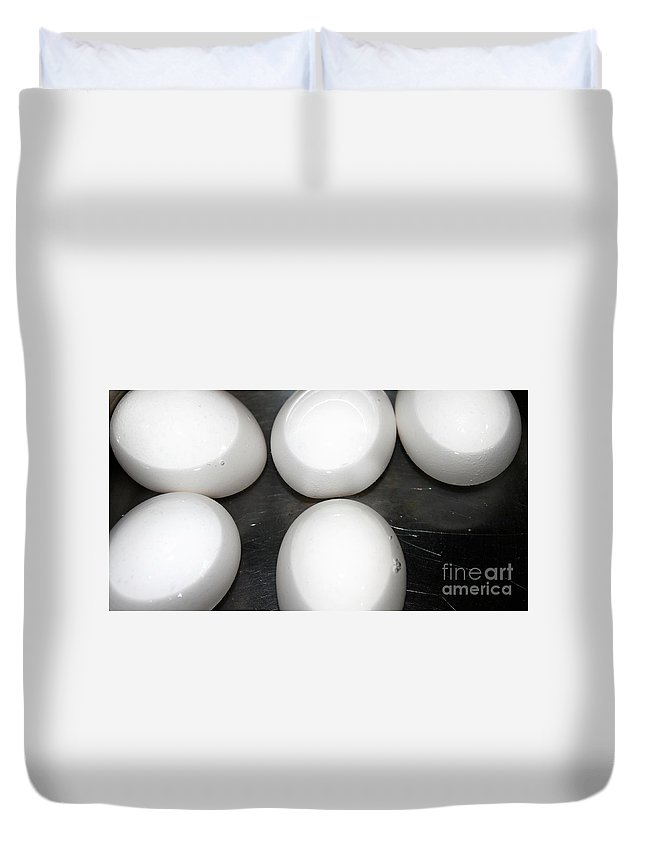 Metal Duvet Cover featuring the photograph Eggs by Henrik Lehnerer