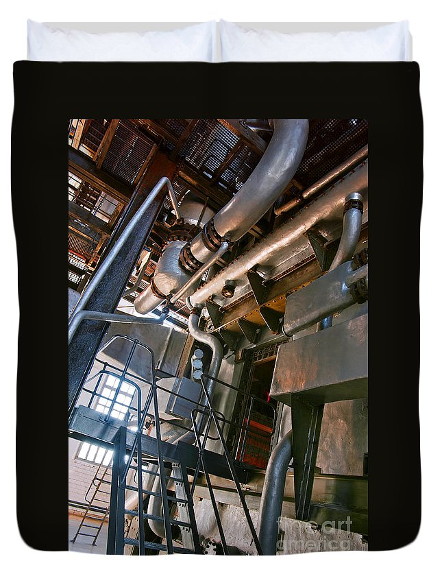 Abstract Duvet Cover featuring the photograph Electric Plant by Carlos Caetano