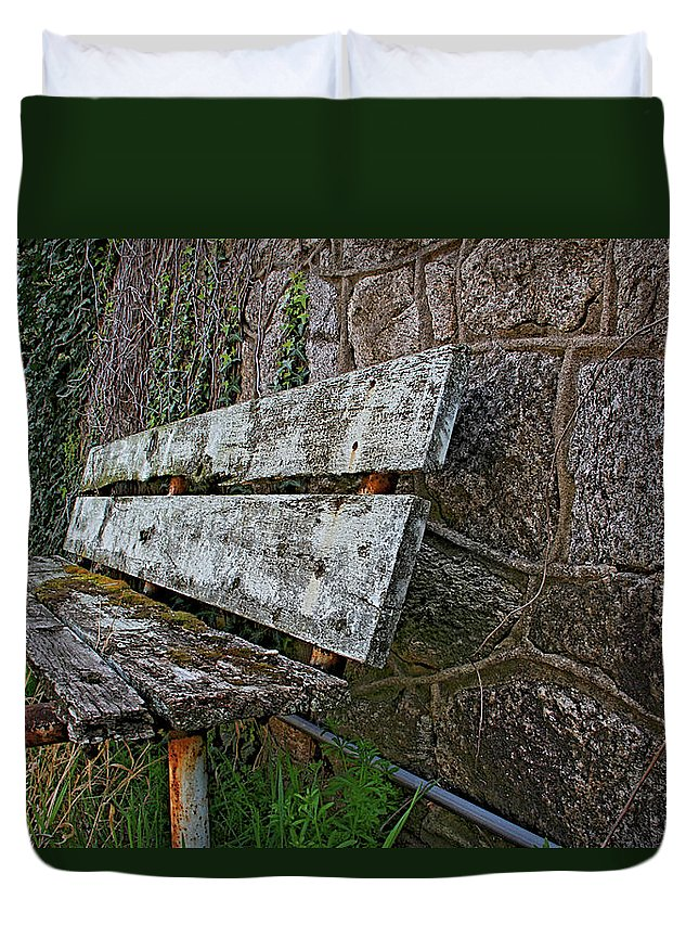 Eastern State Penitentiary Bench Outdoor Philadelphia Duvet Cover featuring the photograph Esp Bench by Alice Gipson
