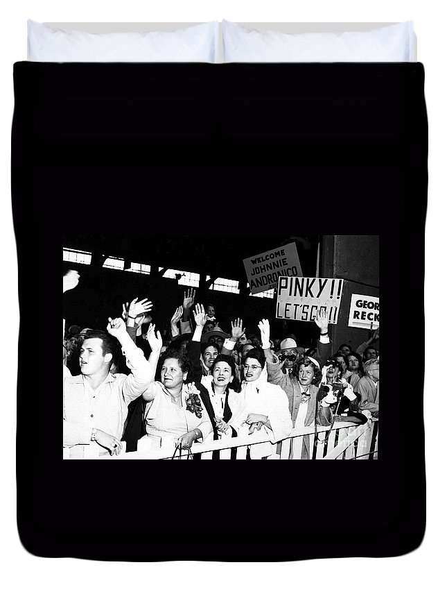 Horizontal Duvet Cover featuring the photograph Families Waving And Greeting The Return by Stocktrek Images