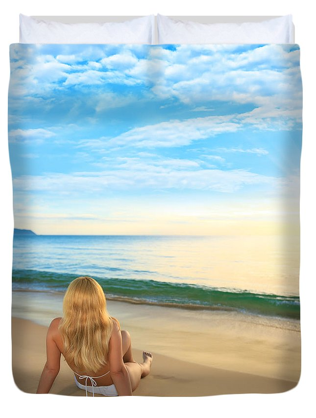 Girl Duvet Cover featuring the photograph First Sunshine by MotHaiBaPhoto Prints