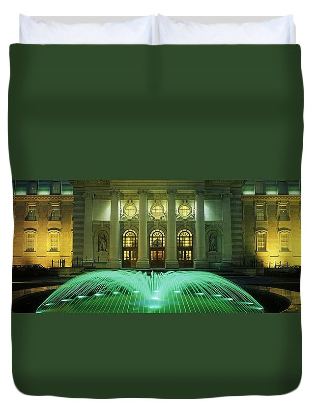 Architecture Duvet Cover featuring the photograph Fountain In Front Of A Government by The Irish Image Collection