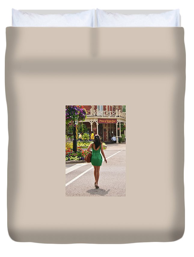 Street Duvet Cover featuring the photograph Going To The Prince by Guy Whiteley