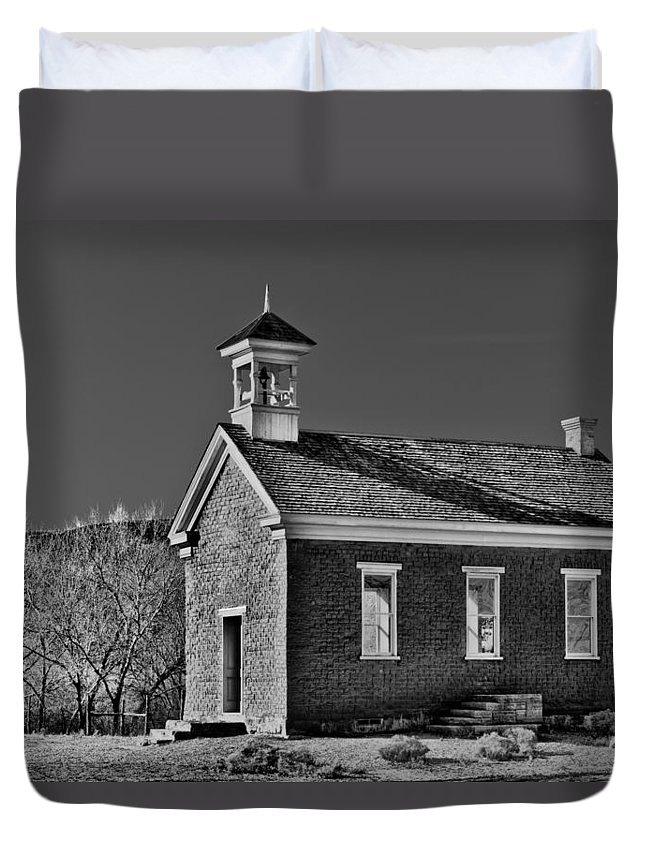Building Duvet Cover featuring the photograph Grafton Schoolhouse - Bw by Christopher Holmes