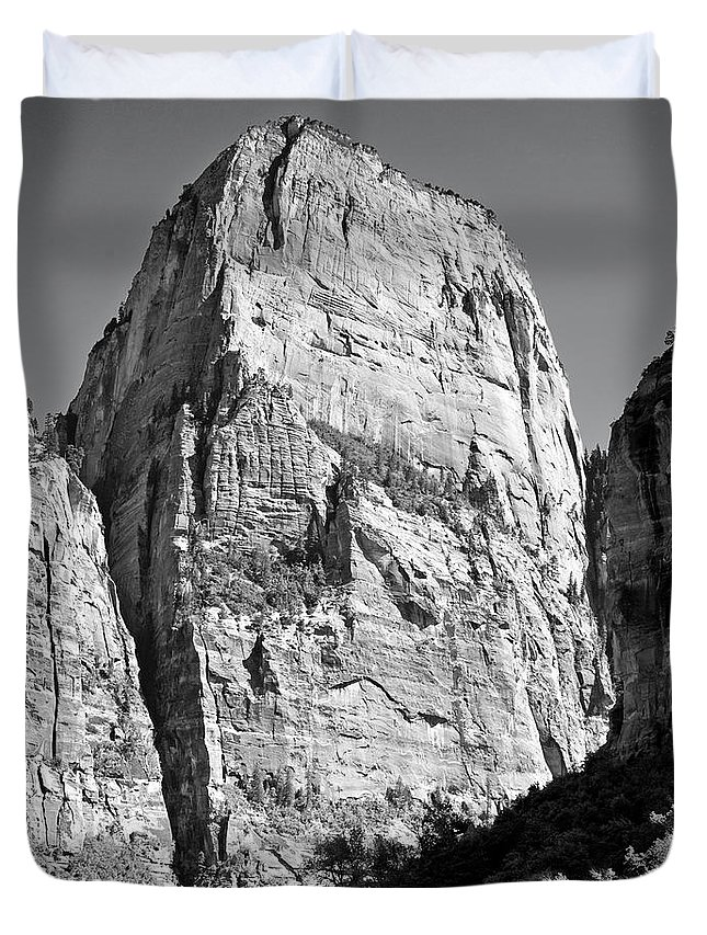 Black And White Duvet Cover featuring the photograph Great White Throne by Jim Chamberlain