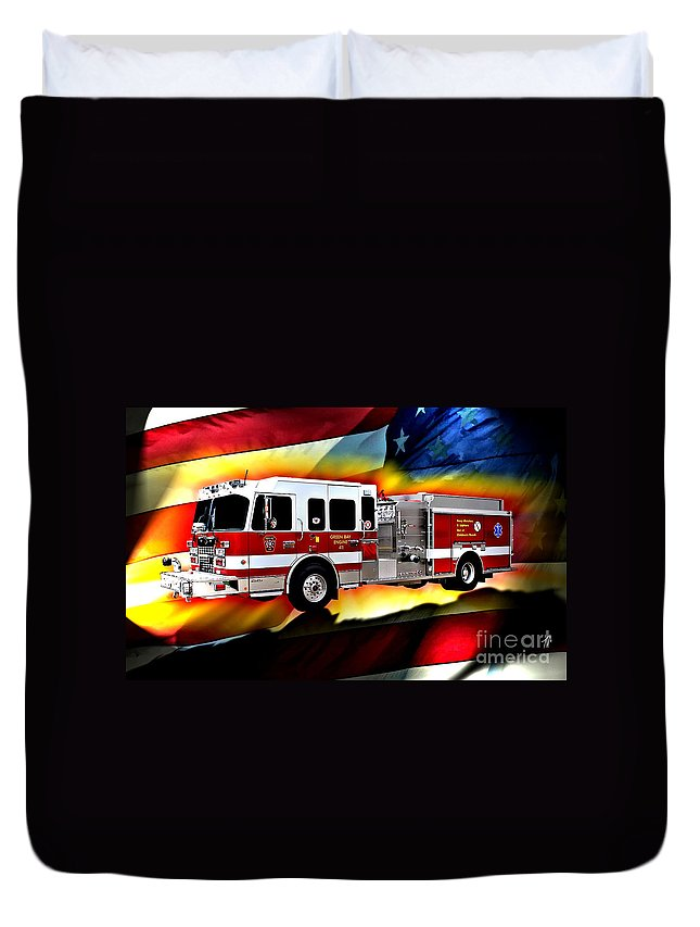 Fire Truck Duvet Cover featuring the digital art Green Bay Engine 411 by Tommy Anderson