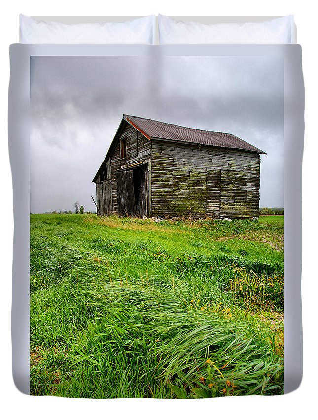 Barn Duvet Cover featuring the photograph Grey County Barn by Cale Best