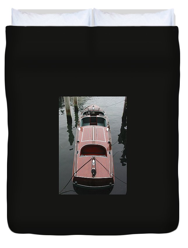 Speedboat Duvet Cover featuring the photograph Hacker Craft At The Ready by Lin Grosvenor