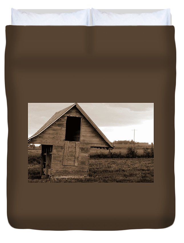 Half Way House Duvet Cover featuring the photograph Half Way House by Ed Smith