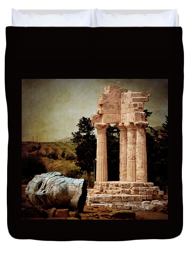 Hermanos Duvet Cover featuring the photograph Head At Temple Of Castor And Pollux by RicardMN Photography