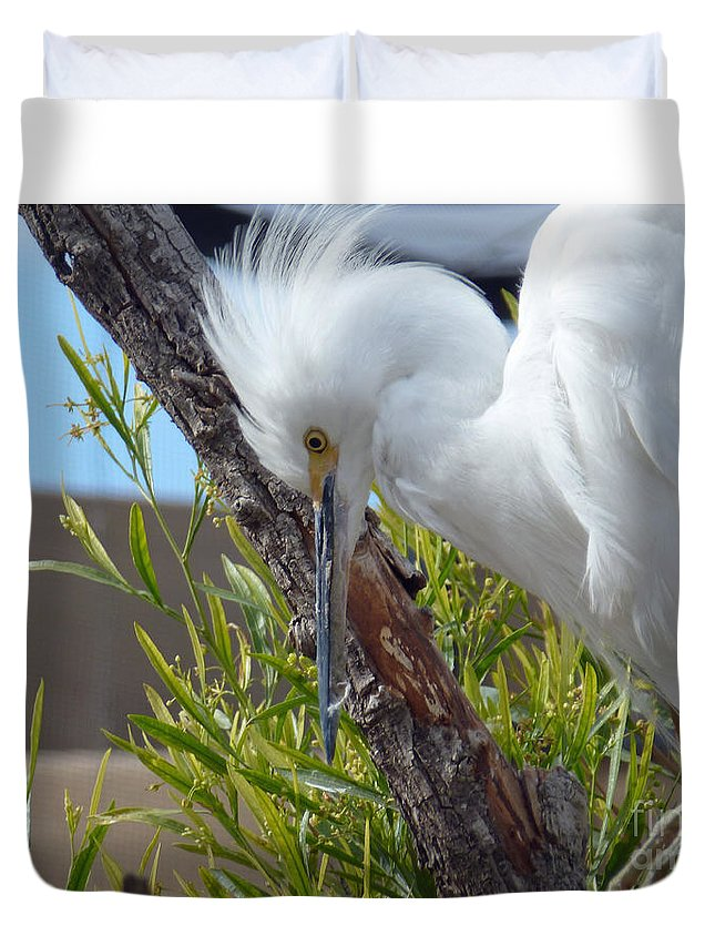 Heron Duvet Cover featuring the photograph Heron by Methune Hively