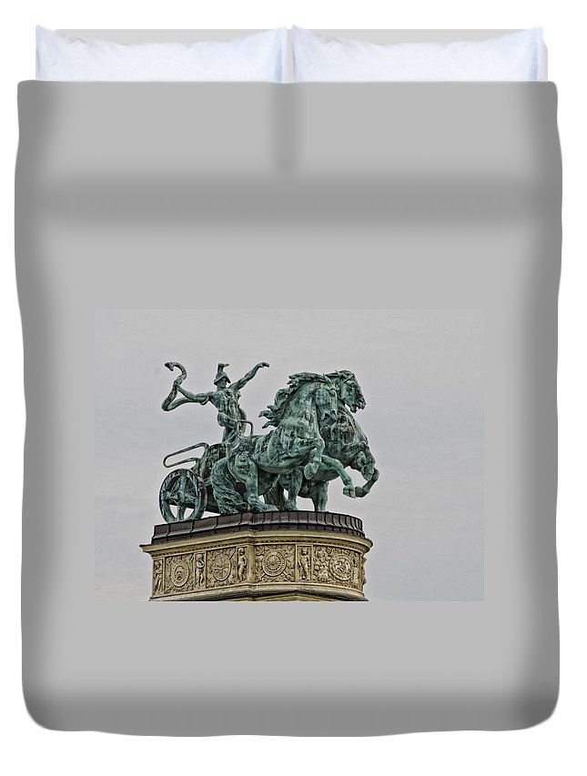 Heros Square Duvet Cover featuring the photograph Heros Square Statue by Jon Berghoff
