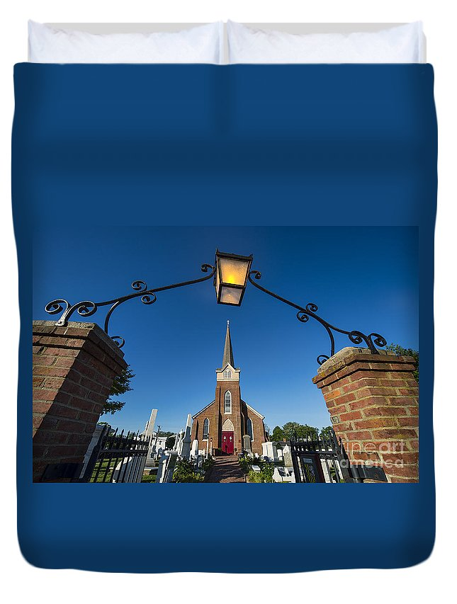 1680 Duvet Cover featuring the photograph Historic St Peter's Episcopal Church by John Greim