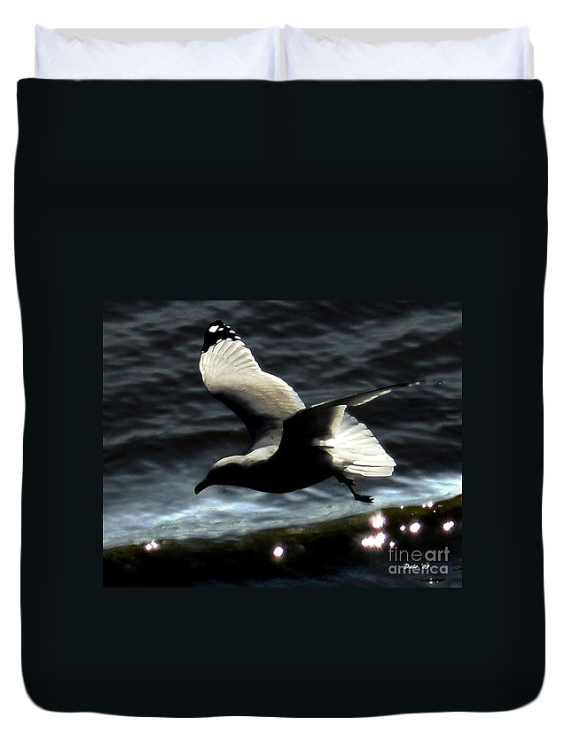 Seabirds Duvet Cover featuring the digital art Homeward by Dale  Ford