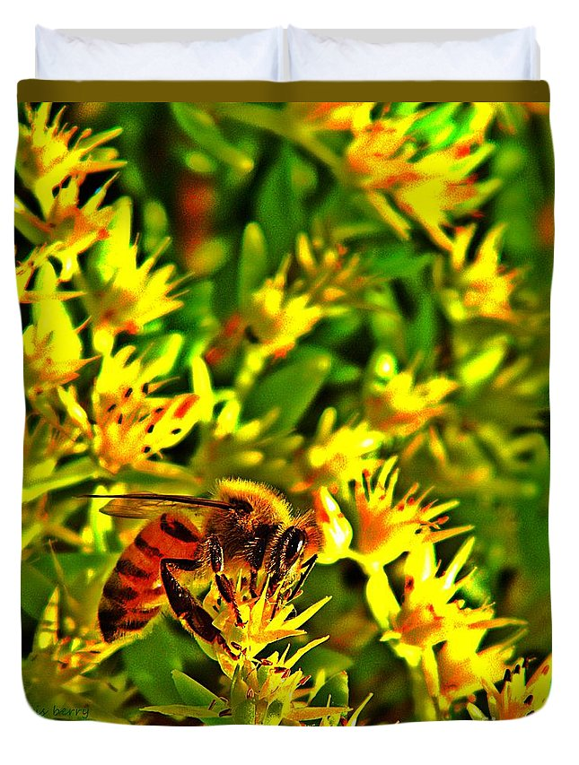 Nature Duvet Cover featuring the photograph Honey Bee And Sedum by Chris Berry