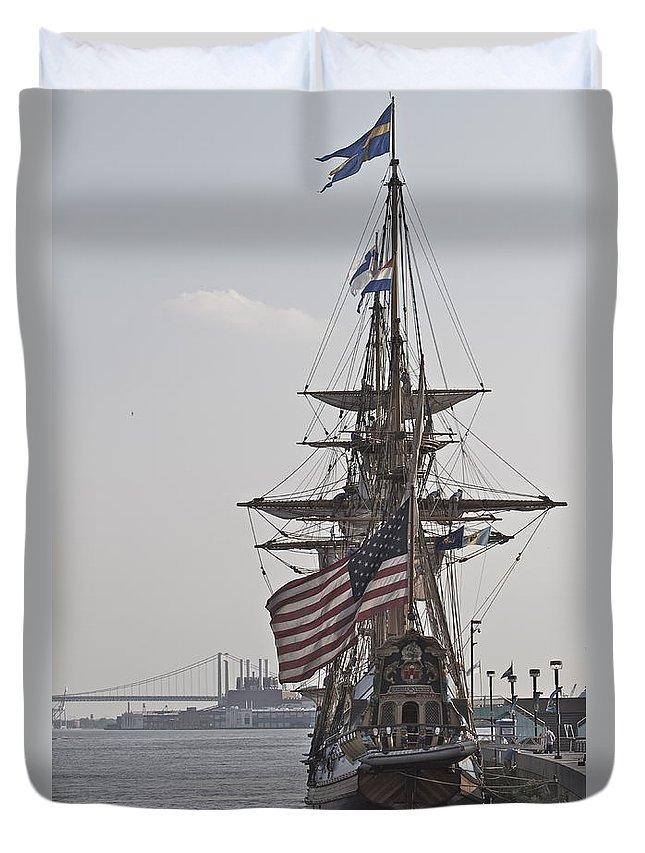 Kalmar Nyckel Tall Ship Penns Landing Wilmington Delaware Profile Boat Duvet Cover featuring the photograph Kalmar Nyckel Profile by Alice Gipson