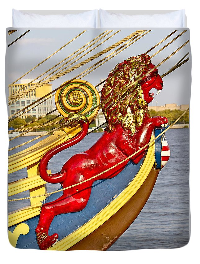 Kalmar Nyckel Tall Ship Red Lion Penns Landing Duvet Cover featuring the photograph Kalmar Nyckel Red Lion by Alice Gipson
