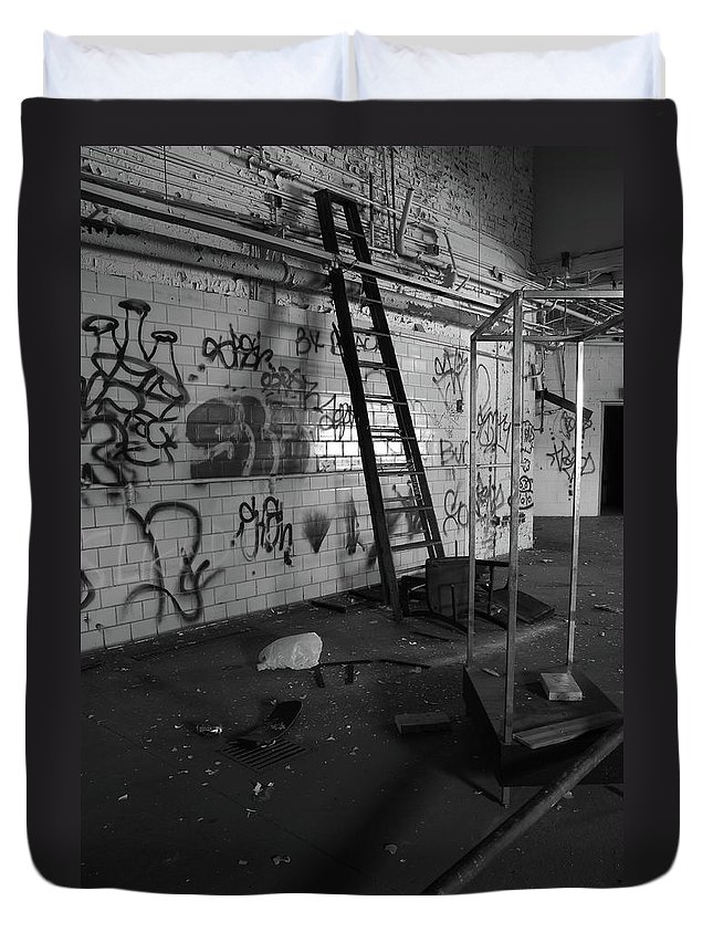 Abandoned Duvet Cover featuring the photograph Kings Ladder by Maglioli Studios