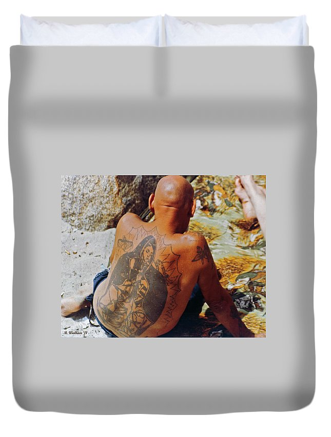 2d Duvet Cover featuring the photograph La Ink Man by Brian Wallace