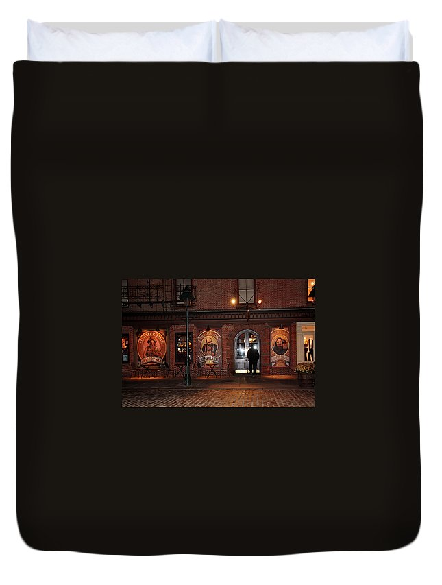 Pub Duvet Cover featuring the photograph Let Me In by Terry Wallace