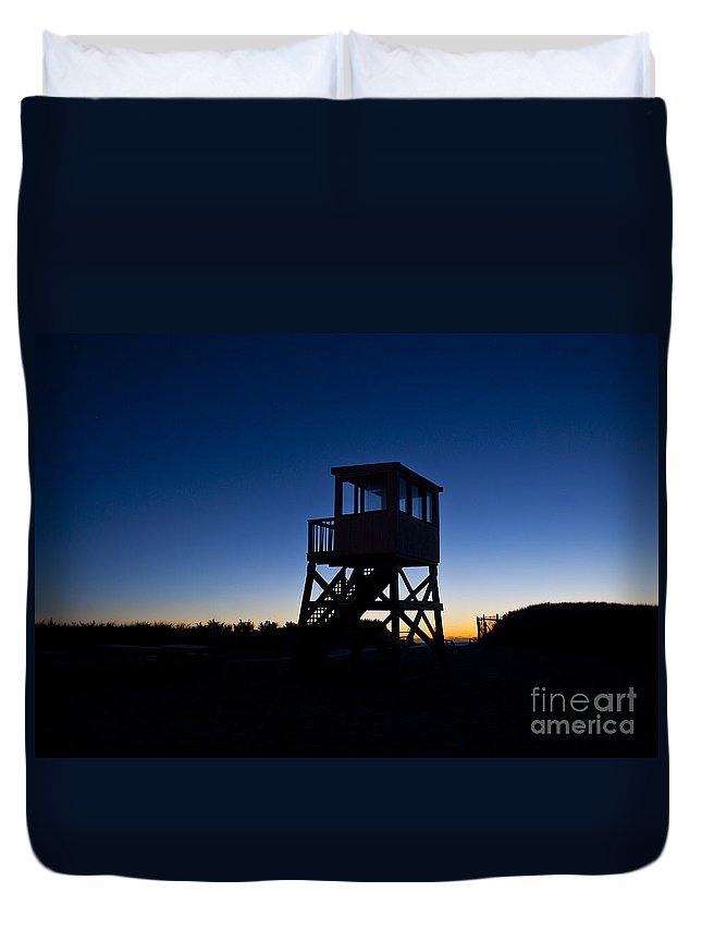 Atlantic Ocean Duvet Cover featuring the photograph Lifeguard Stand At Dawn by John Greim
