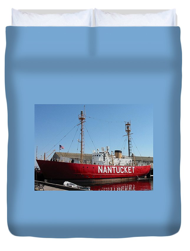 Lightship Duvet Cover featuring the photograph Lightship Nantucket by Lin Grosvenor