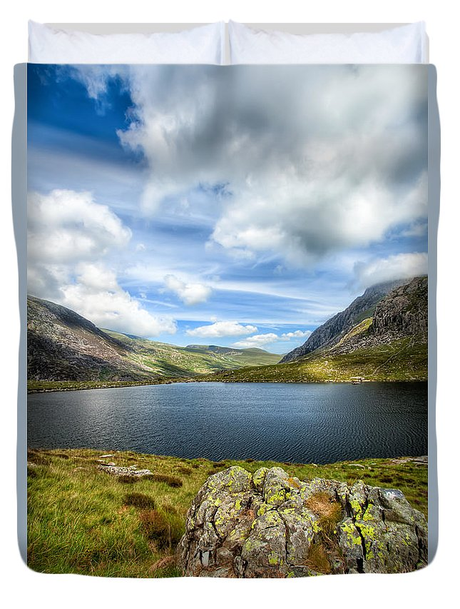 Plants Duvet Cover featuring the photograph Llyn Idwal Lake by Adrian Evans