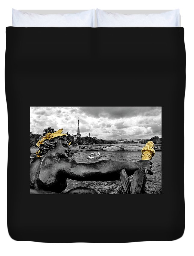 Paris Duvet Cover featuring the photograph Looking Down The Seine by Dave Mills