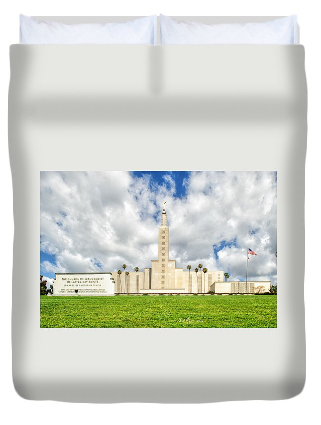 Lds Temple Photography Duvet Cover featuring the photograph Los Angeles Temple Front by La Rae Roberts