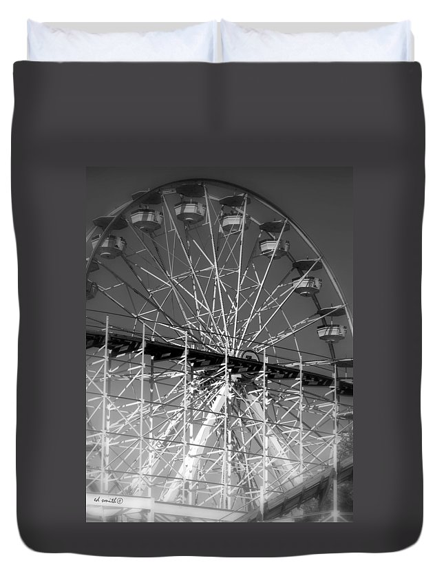Lovers Leap Duvet Cover featuring the photograph Lovers Leap by Ed Smith
