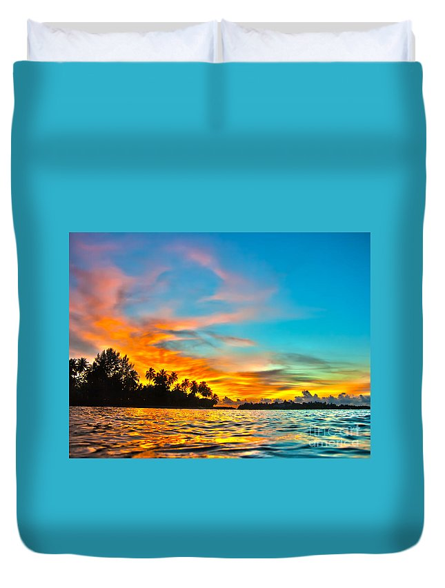Sunset Duvet Cover featuring the photograph Maldives Sunset by MotHaiBaPhoto Prints