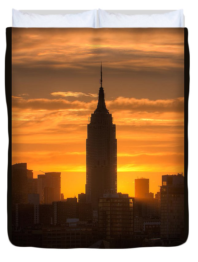 Clarence Holmes.america Duvet Cover featuring the photograph Manhattan Sunrise II by Clarence Holmes