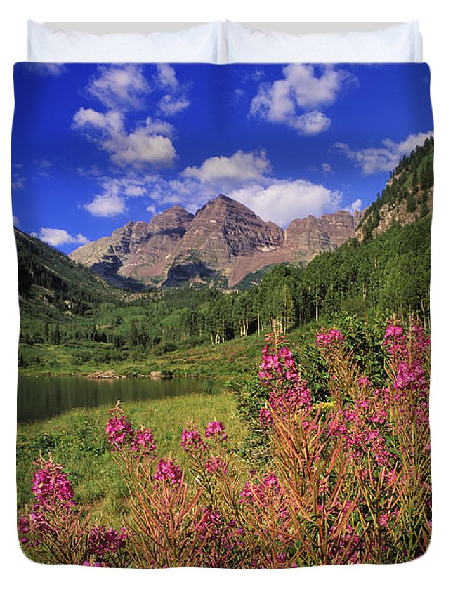 Maroon Duvet Cover featuring the photograph Maroon Bells - Fm000018 by Daniel Dempster