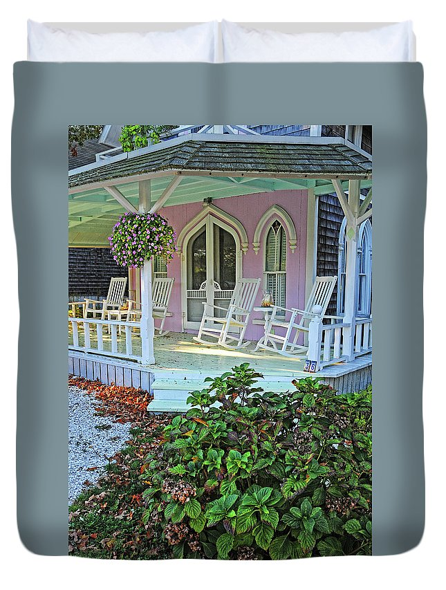 Marthas Vineyard Duvet Cover featuring the photograph Marthas Vineyard Cottage by Dave Mills