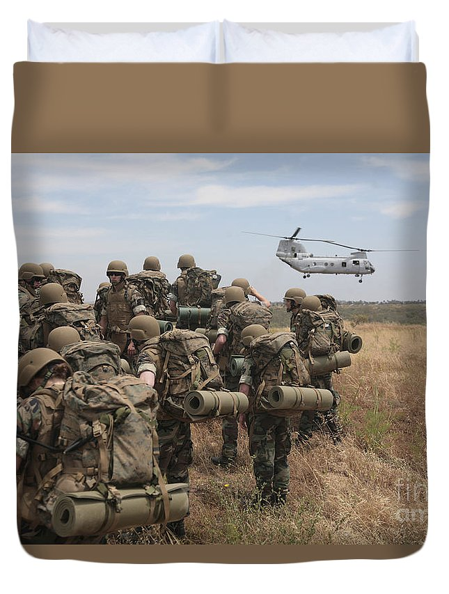 Ch-46 Sea Knight Duvet Cover featuring the photograph Midshipmen Watch As A U.s. Marine Corps by Stocktrek Images