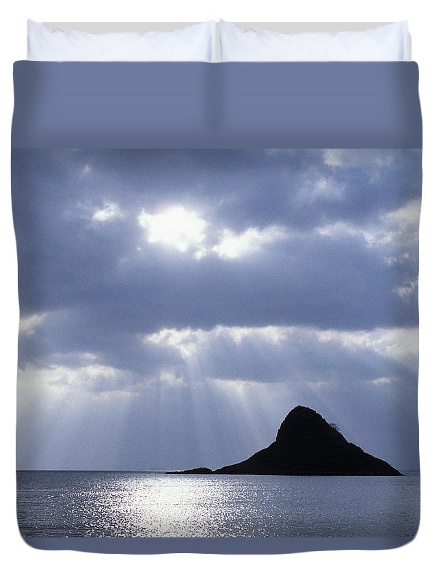 Bay Duvet Cover featuring the photograph Mokolii Island by Bob Abraham - Printscapes