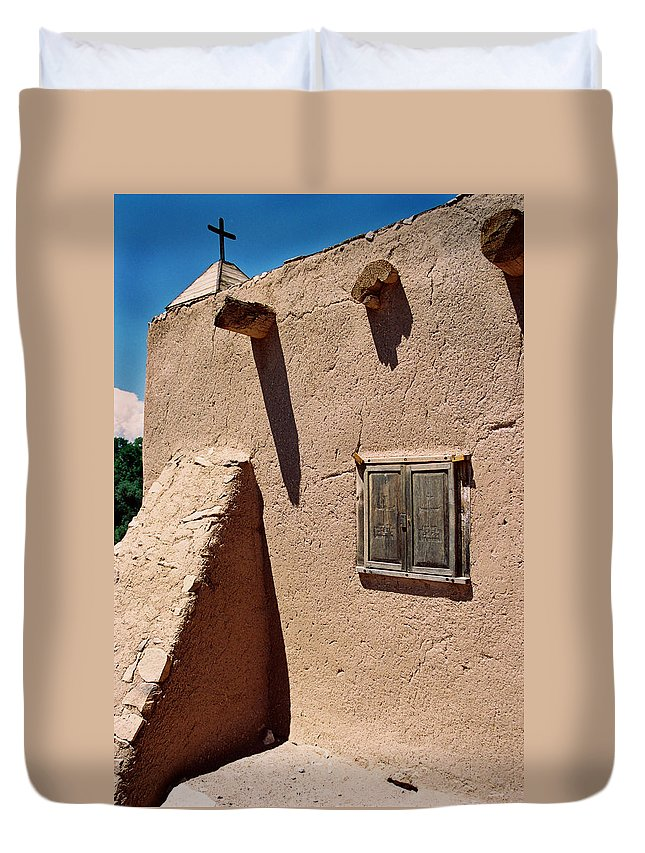 Duvet Cover featuring the photograph Morada Window by Ron Weathers