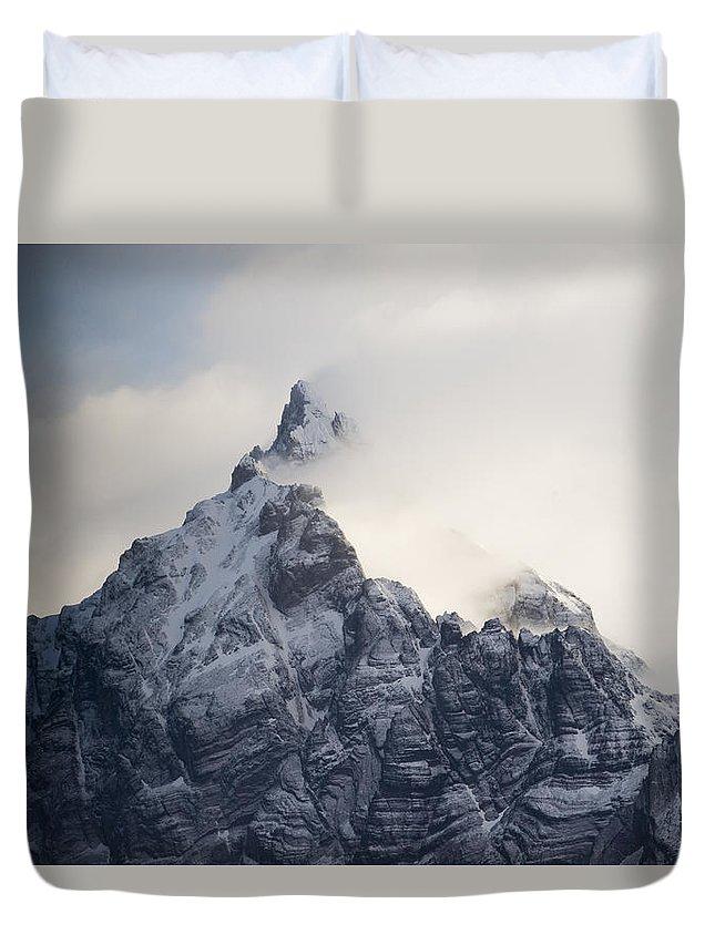 00429501 Duvet Cover featuring the photograph Mountain Peak In The Salvesen Range by Flip Nicklin