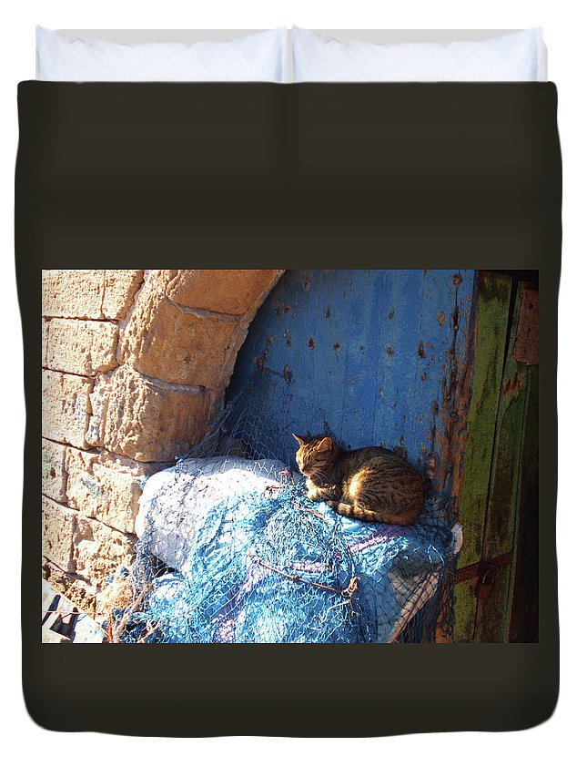 Travel Duvet Cover featuring the photograph Nap After The Meal by Miki De Goodaboom