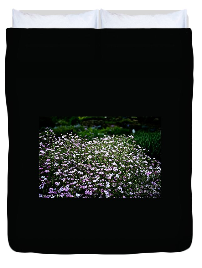 Plant Duvet Cover featuring the photograph Natural Carpet by Susan Herber