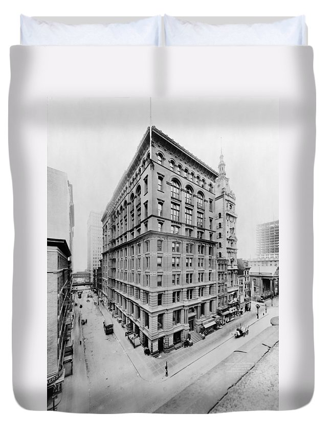western Union Telegraph Duvet Cover featuring the photograph New York City - Western Union Telegraph Building by International Images