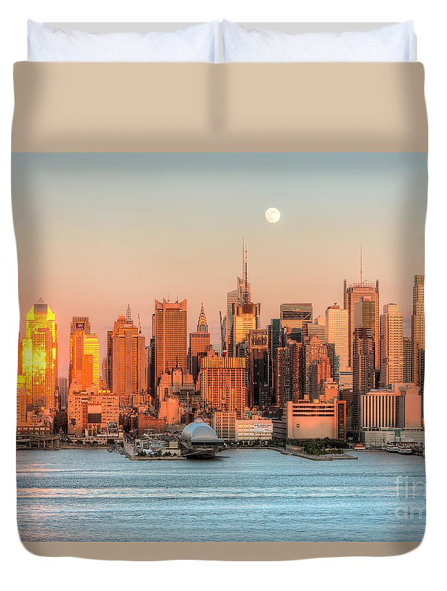 Clarence Holmes Duvet Cover featuring the photograph New York City Moonrise IIi by Clarence Holmes