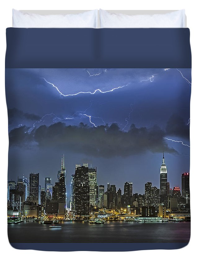 Lightning Duvet Cover featuring the photograph Nyc All Charged Up by Susan Candelario