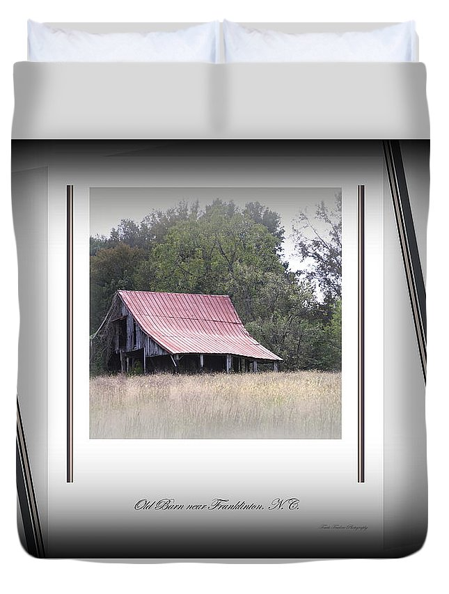 Barn Duvet Cover featuring the photograph Old Barn - Edge Of The Field by Travis Truelove